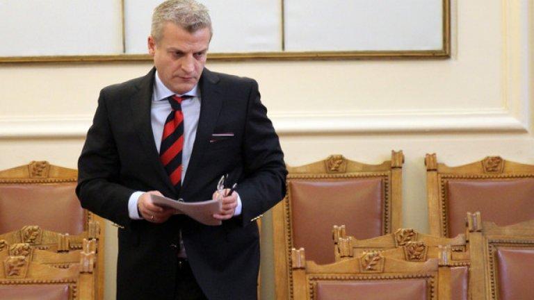 Москов обяви, че се обмисля и промяна в трудовото законодателство