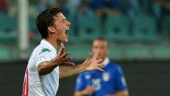 Тонев крещи от яд след първия пропуск в мача пред вратата на Буфон. Имахме достатъчно ситуации за гол, които не всеки отбор създава срещу Италия. Но... 0:1 за фаворита.