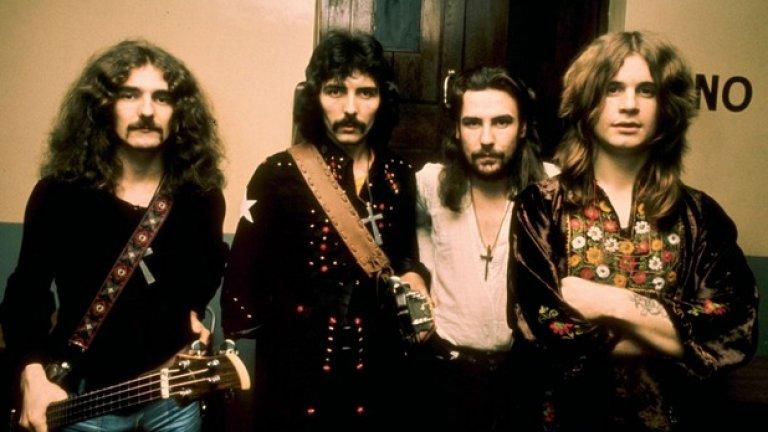 """Black Sabbath – Black Sabbath (1970)  Парадоксално е, че легендите, които изобретиха хеви метъла, в началото не бяха никак добре приети от някои бележити музикални журналисти. Обвинявани в сатанизъм, оприличавани на Cream, подценявани и подигравани заради мрачната тематика на песните, четиримата от Бирмингам привлякоха публиката към тъмната страна още с пронизителния вопъл на Ози Озборн: """"Името ми е Луцифер, хвани ръката ми"""". Каквото и да мислеха критиците, с първия си албум Sabbath предизвикаха Големия взрив в метъла, който дари света с един от най-богатите, многолики и специфични музикални жанрове."""