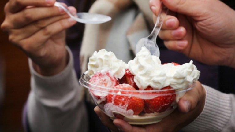 Традиционният десерт на турнира е ягоди със сметана.