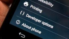"""1.Активирайте една полезна опция в Developer Оptions  За да получите достъп до Developer Оptions, отворете Settings на вашия телефон, намерете опцията About на дъното и чукнете на нея. На следващия екран намерете опцията Build number и отново чукнете няколко пъти на нея, докато видите съобщението You are now 3 steps away from being a developer. Продължете и системата ще ви приветства с You are now a developer!  Сега вече сте готови за промяната, която ще даде малко по-добра производителност при игрите. В новопоявилия се раздел Developer Оptions намерете опцията Force 4x MSAA и я активирайте. Така телефонът ви ще изобразява игрите в най-доброто възможно качество откъм графика. Подобрението засяга визуални елементи като например светлинните ефекти, а повишава и кадрите в секунда, така че играта да не се """"накъсва"""". Опцията е полезна преди всичко при по-тежки игри като рейсъри и шутъри и изобщо 3D игри, докато няма смисъл да я ползвате при игри с минималистична графика, тъй като няма да видите реална разлика. Опцията ще натежи на батерията, затова след приключване на игра може да я деактивирате."""
