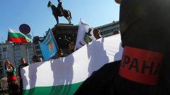 Около 200 полицаи са се събрали пред Народното събрание