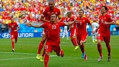 Шакири (№23) в прегръдките на съотборниците след първия му гол.