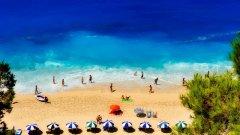 Струват ли си ситният гръцки пясък и изумруденото море всички рискове и разправии?
