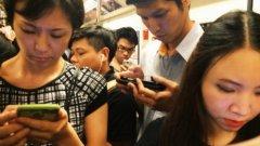 В Азия 2,5 млрд. души използват смартфон. Проучването в Южна Корея сочи още, че хората, които са активни в социалните мрежи, са по-склонни да развият зависимост