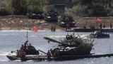Русия отзовава войските си от границите и Черно море