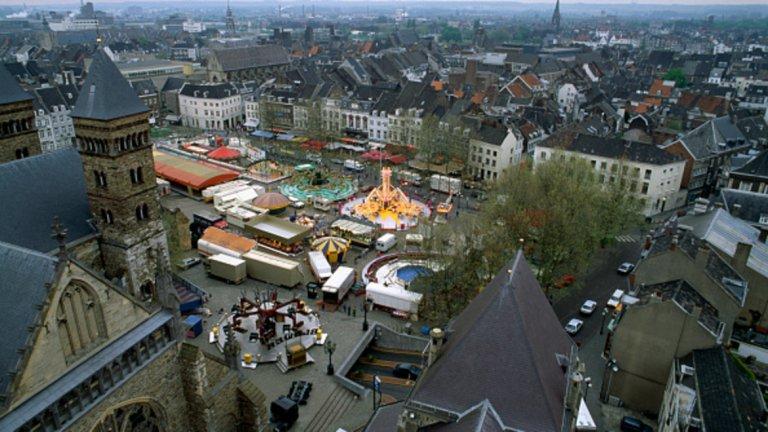 Маастрихт е един от двата най-стари града в Холандия (заедно с Неймеген) и административен център на провинция Лимбург. Разположен е около река Маас и е едно изключително красиво място,което си заслужава да се посети.
