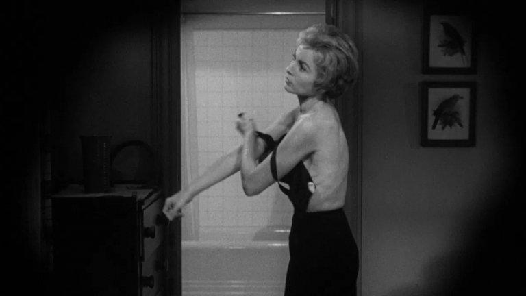 """""""Психо"""" Алфред Хичкок, едни от най-добрите режисьори въобще, никога не е получавал златна статуетка за най-добър режисьор, като това не му е попречило да създаде някои филмови шедьоври: като """"Психо"""", например. Качественият хорър от 1960 г. е номиниран за четири категории """"Оскар"""", но не печели в нито една от тях."""