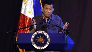 Международният съд в Хага разследва филипинския президент за престъпления срещу човечеството, но той няма никакви притеснения от това