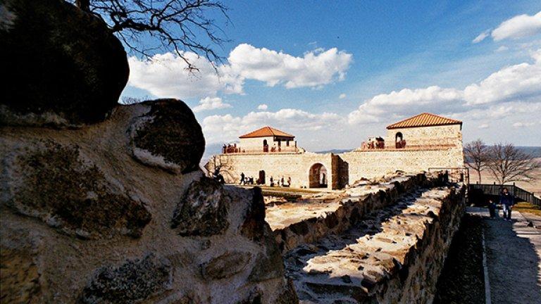 """Археологическите проучвания на хълма """"Св.Спас"""" показаха, че изграждането на крепостта е започнало по време на управлението на император Валент (364-378 г.)"""