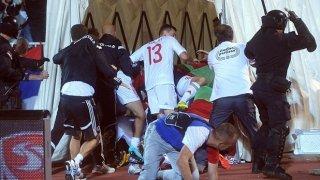 Дрон със закачено на него знаме на Велика Албания по време на мача между Албания и Сърбия за европейска квалификация доведе до бой на терена и по трибуните