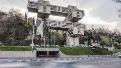 Сградата се намира в грузинската столица Тбилиси, построена през 1975 г. Първоначално там се е помещавало Министерството на магистралите. В момента това е сграда на Bank of Georgia, част от английски банков консорциум. Направен е основен ремонт, но архитектурата си остава.