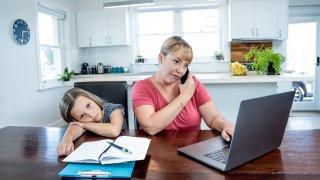 Не, работа и първолак онлайн не се съчетават