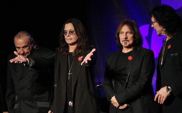 Black Sabbath - The Last Supper (2000)  Със злокобно и неясно послание за евентуален финал, създателите на хеви метъла тръгнаха на това турне и феновете се чудеха дали то наистина ще се окаже последно. Ози Озборн вече беше променил решението си за оттегляне 4 г. по-рано, така че всичко можеше да се очаква. Турнето се оказа историческо, защото беше последното с Бил Уорд на барабаните – но другите трима продължиха с The End Tour до февруари 2017-а и после обявиха раздялата си.   Последно Ози и Тони Айоми изразиха готовност да се съберат за специален концерт в родния им Бирмингам, но поне засега не се говори за цяло ново турне.