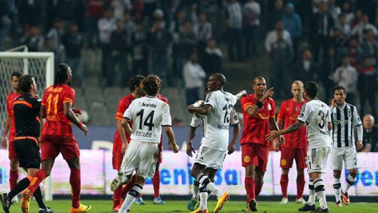Бешикташ поведе с гол на Уго Алмейда в 18-та минута, но Галатасарай обърна мача с две попадения на Дидие Дрогба.
