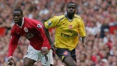 Ебуе (вдясно) игра за Арсенал в периода 2004-2011.