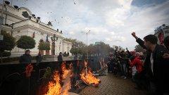 Доволни и недоволни блокираха централните улици на София