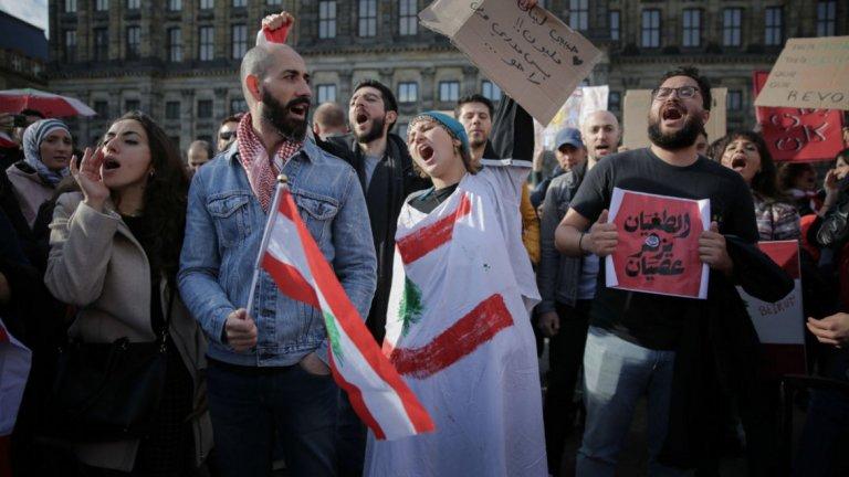 С изпълняването на едни искания често се стига до издигането на нови. (на снимката: протест в Ливан)