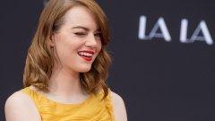 """1) Ема Стоун - 26 милиона долара  Носителката на Оскар за """"La La Land"""" оглавява класацията за най-печелившите актриси за последната година. Стоун изигра ролята на младата начинаеща актриса Миа в мюзикъла, който постигна 445,3 милиона долара от продажби в цял свят при производствен бюджет от 30 милиона долара.   Вижте останалите в галерията"""