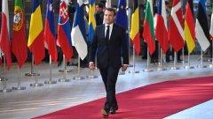 """Въпреки че през 2017 френският президент се обяви като """"центрист"""" с основна идея да премахне разделението """"ляво-дясно"""", две години по-късно той прави все по-чести десни завои."""
