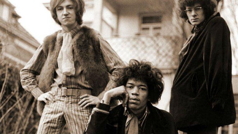 Jimi Hendrix Experience – Are You Experienced (1967)  Напълно непознат за повечето рок фенове само година по-рано, Джими Хендрикс се показва на света като китарен гений с Are You Experienced и с лекота съчетава поп, блус, рок, R&B, фънк и психеделия така, както само той може. Барабанистът Мич Мичъл и басистът Ноел Рединг оформят триото, като предоставят ритмическия мост между рока и джаза. Албумът постига моментален фурор и представлява вероятно най-значимият дебют в цялата история на рок музиката. От откриваща песен Purple Haze през съблазнителната Foxy Lady и блажената The Wind Cries Mary, Are You Experienced и до днес остава изживяване без аналог.