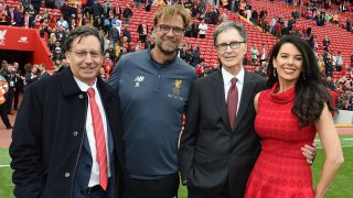 Джон Хенри (третият от ляво надясно) чрез компанията си Fenway Sports Group купи Ливърпул през октомври 2010 г.