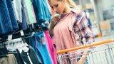 Евтините дрехи и масовото купуване на нови и нови такива води и до прекомерното им изхвърляне. За щастие, в България има работещи кампании за преработка на ненужния текстил. За съжаление обаче все още не е станало масова практика старите дрехи да се изхвърлят на предназначените места.