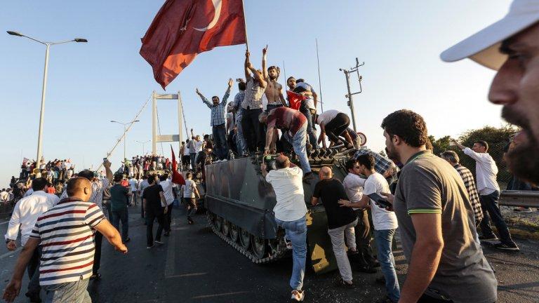 Гърция отказа да предаде турски военни, избягали след пуча