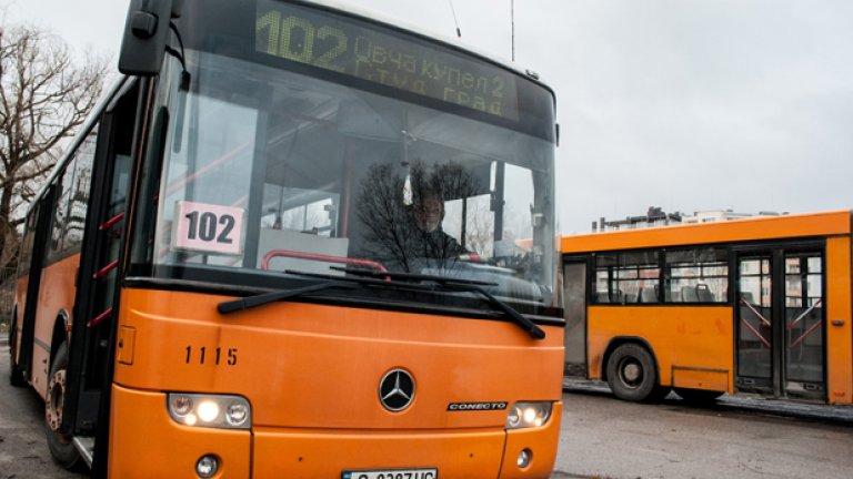 Mercedes Connecto G е по улиците на София от 10 години. Машините още изглеждат горе-долу добре.