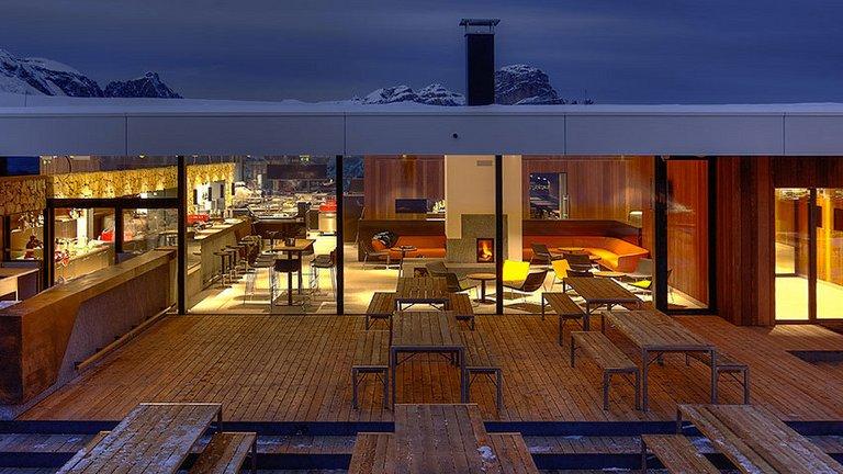 Piz Boe Alpine Lounge, Алта Бадия, Италия   Ресторантът е смес между най-доброто от италианските традиции в готварството и новите течения в Европа. Към това се прибавя и невероятна гледка към Алпите.