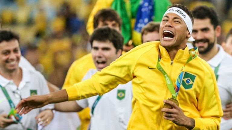 7. Неймар Помогна на Бразилия да спечели първо олимпийско злато в историята си, но през 2017-а няма да има шанс да блесне на международната сцена. В Барса пък ще бъде трудно да изпъкне пред Суарес и Меси.