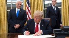 Указът за имигрантите на Тръмп издържа само 7 дни