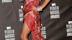 Последните 10 години в модата бяха всичко друго, но не и скучни - като се започне от роклята от месо на Лейди Гага. И донякъде трябва да благодарим за това на възхода на социалните медии. В зората на новото десетилетие, ето някои от най-значимите модни моменти на последните 10 години.