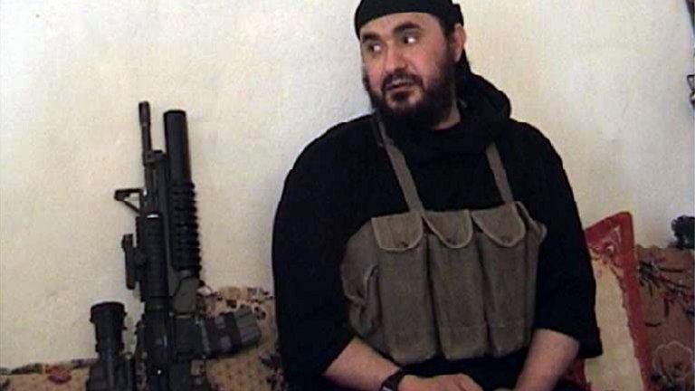 Абу Мусаб ал-Заркауи  След 11 септември Заркауи се превръща във втория най-издирван човек след бин Ладен. Ръководи лагери на Ал Кайда в Афганистан, а по-късно става лидер на мрежата в Ирак. Бързо си печели репутацията на крайно жесток и ефективен лидер, отговорен за безброй терористични атаки срещу цивилни в страната. През 2006 г. е ликвидиран при американски въздушен удар.