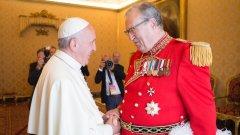 Във Ватикана падат глави заради раздаването на презервативи