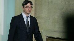 """Министърът на икономиката, енергетиката и туризма Трайчо Трайков заяви, че """"Газпром"""" не иска публичност на договорите си за доставки на природен газ за България. Трайков обеща обаче обществото да е """"по-информирано"""" за тези, които тази власт ще подпише"""