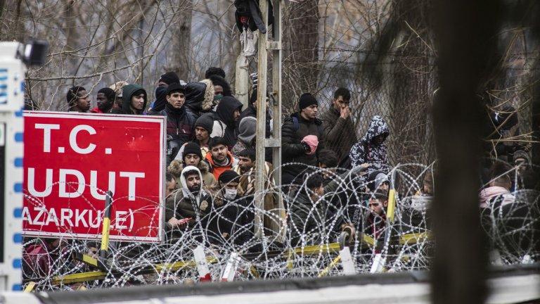 Изнудване, бежанци и игра на човешки животи