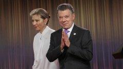 Нобеловият комитет в Норвегия отличи колумбийския президент Хуан Мануел Сантош, след като колумбийците отхвърлиха с референдум мирното споразумение