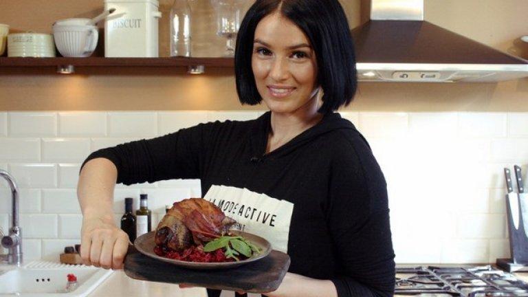 """Разликата между обикновения готвач и кулинарите е доста голяма, затова ви препоръчваме да видите и симпатичната Сара Ла Фонтейн - финландка, която разбира от мода и храна в """"Пекарната на Сара"""""""