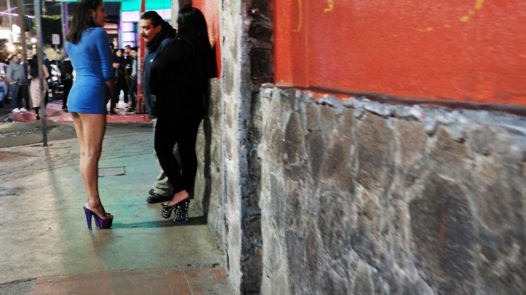 Хайме Монтехо посвещава живота си на тези жени, а днес те се събират на улицата в негова чест