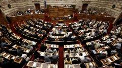 Според социолозите СИРИЗА и Нова демокрация ще доминират на предстоящите избори, като преднината им пред останалите ще е значителна, така че на политическата сцена ще се създаде представа за двупартийност.