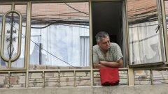 """Червените парцали на прозорците в Колумбия, които значат едно: """"Помощ, гладни сме!"""""""