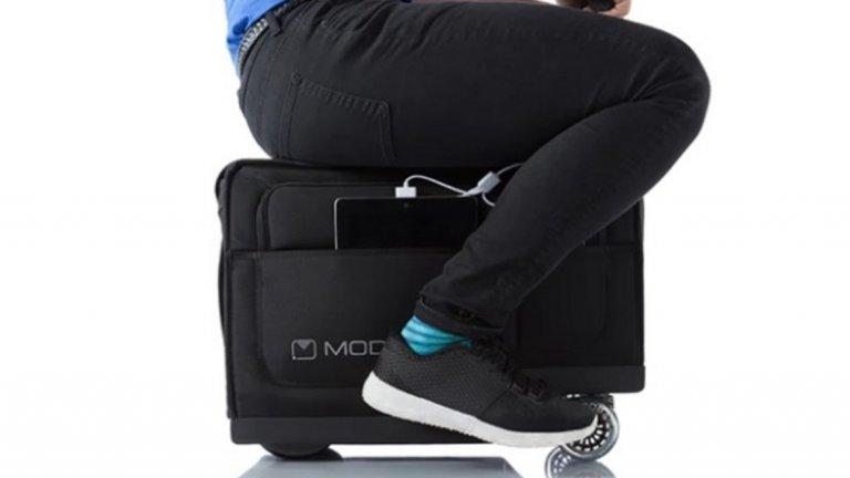 Самоходен куфар   Куфарът изглежда като нещо средно между детска играчка и продукт, който биха ви рекламирали в телепазарния прозорец заедно с мултифункционални рендета и ножове. Идеята е проста – вътре е багажът ви, а ако се уморите да го бутате/ влачите, можете да седнете върху куфара и да се придвижвате с него.  Звучи добре, но сега си представете традиционно какъв хаос цари по летищата. Само остава да препускате с до 12 км/ час, за да е пълна картинката.   Отделно в някакъв момент отново ще ви се наложи да спрете - било за да си купите нещо, или за паспортна проверка. Така че за момента подобен куфар си е напълно излишна (и не много евтина) инвестиция.