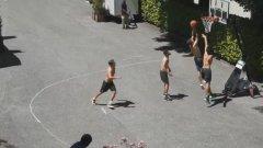 Германците разпускат с баскетбол преди 1/8-финалите (видео)