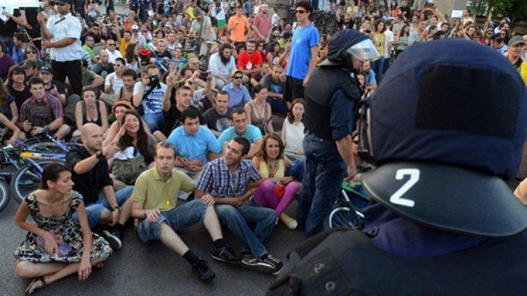 Дива полицейщина срещу зеления протест