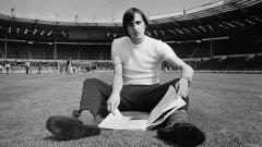 Йохан Кройф съжаляваше за само две неща в кариерата си, според сина му Жорди. Едното бе, че не води холандския национален отбор в Италия `90, а другото – че не успя нито да играе, нито да бъде треньор в Англия.