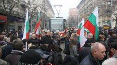 """Протестите у нас работят, само когато в тях участват """"хиляди"""", а не """"десетки""""."""
