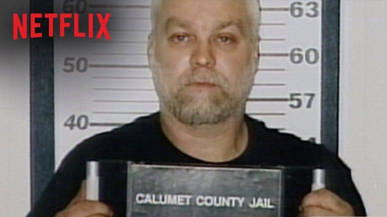 Making a Murderer Когато става въпрос за True Crime жанра, Making a Murderer е може би едно от най-знаковите заглавия. Шоуто разказва историята на Стивън Ейвъри, мъж от окръг Манитоуок, Уисконсин, който 18 години лежи в затвора заради неправомерната присъда за сексуално посегателство и опит за убийство над местно момиче. Когато в крайна сметка е оправдан и излиза от затвора през 2003 г. нещата изглеждат най-сетне положително. Само 2 години по-късно обаче той е обвинен за убийството на друга жена, като той отново е вкаран в затвора. Виновен ли е наистина. Историята се впуска във водовъртеж от странни събития, спорни доказателства и още по-спорни свидетелски показания. След двата сезона на шоуто вероятно ще имате своята позиция относно виновността или невинността на Ейвъри, далеч не е сигурно каква ще е. Making a Murderer е изключително силна поредица, която си заслужава гледането и безсънните нощи.