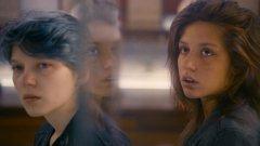 """""""Синьото е най-топлият цвят"""" извлича най-доброто от две страхотни млади актриси"""
