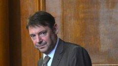 Председателят на ДАНС Владимир Писанчев е станал доктор на науките в УниБит